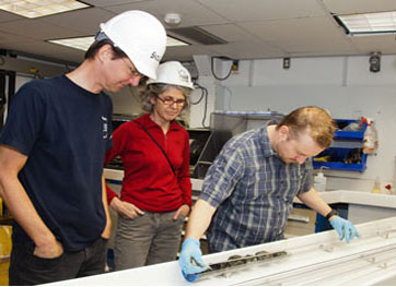 Canadian Earth Science for @PMHarper 3 - the importance of finding layered oceanic crust (4/6)